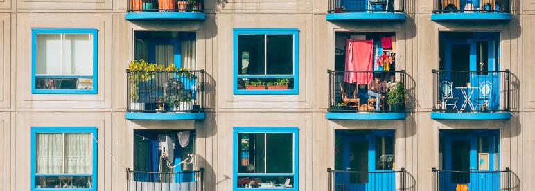 Balkon Ideen kleiner Balkon blau Stadt gestalten dekorieren