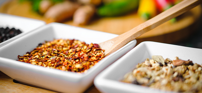 Grillgemüse asiatisch Marinade Chiliflocken Detail Makro