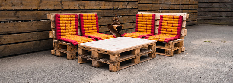 Upcycling: Palettenmöbel bauen – so machst du deine Outdoor-Lounge selbst