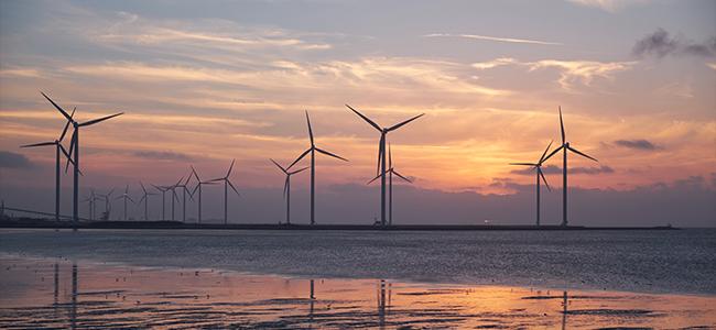co2 Fussabdruck Windräder Energie Windkraft erneuerbare Energie Meer Offshore